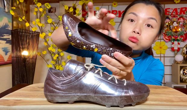 Thêm một điều kỳ lạ của nước Nhật trong vlog của Quỳnh Trần JP: Giày cao gót ăn được, bé Sa còn cực thích món này - Ảnh 6.