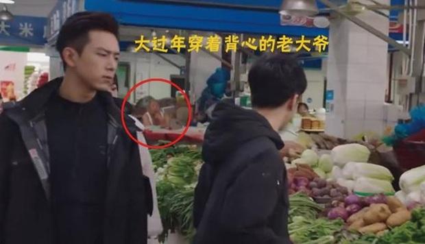 Loạt sạn ngớ ngẩn của 5 bom tấn truyền hình Hoa Ngữ: Một diễn viên phải đóng thế đến tận 3 vai ở Trần Tình Lệnh - Ảnh 11.