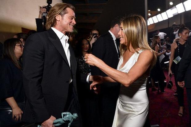 Ghen tức khi Brad Pitt và Jennifer Aniston tái hợp, Angelina Jolie chi tận 32 tỷ đồng để phẫu thuật thẩm mỹ? - Ảnh 1.