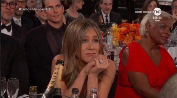 Ghen tức khi Brad Pitt và Jennifer Aniston tái hợp, Angelina Jolie chi tận 32 tỷ đồng để phẫu thuật thẩm mỹ? - Ảnh 2.