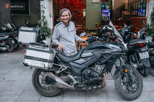 Đầu xuân, gặp cụ ông 66 tuổi đi xe máy qua 39 quốc gia, 40 vùng lãnh thổ: Vì tôi mơ mộng về cái thời trai trẻ mà tất cả chúng ta ai cũng từng có - Ảnh 1.