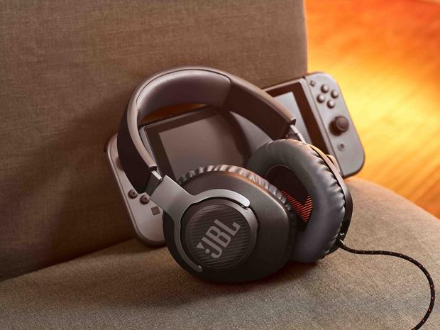 CES 2020: JBL trình làng 2 dòng tai nghe mới cho người dùng phổ thông và cả game thủ - Ảnh 1.
