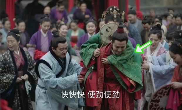 Loạt sạn ngớ ngẩn của 5 bom tấn truyền hình Hoa Ngữ: Một diễn viên phải đóng thế đến tận 3 vai ở Trần Tình Lệnh - Ảnh 5.