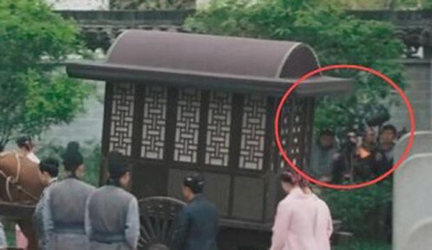 Loạt sạn ngớ ngẩn của 5 bom tấn truyền hình Hoa Ngữ: Một diễn viên phải đóng thế đến tận 3 vai ở Trần Tình Lệnh - Ảnh 3.