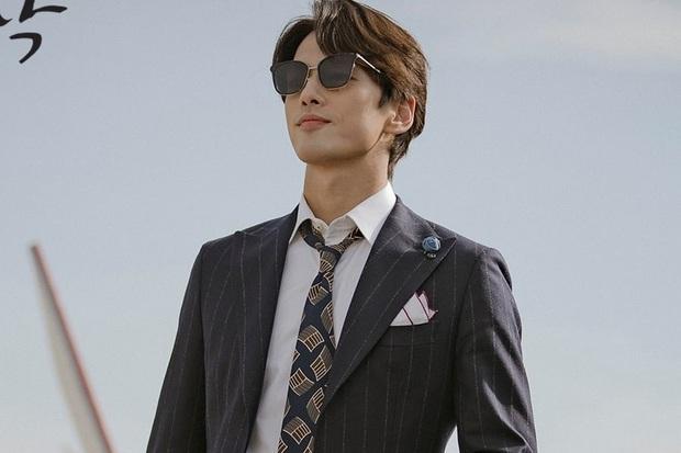 Nam phụ số nhọ nhất Crash Landing On You gọi tên Seung Jun: Ngậm ngùi nhìn vợ sắp cưới rải thính cho Hyun Bin - Ảnh 1.