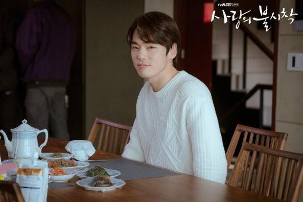 Bù đắp lại tuần hoãn chiếu và trò chôn preview: Crash Landing on You tung đỡ loạt ảnh Hyun Bin ôm ấp Son Ye Jin cực ngọt? - Ảnh 5.
