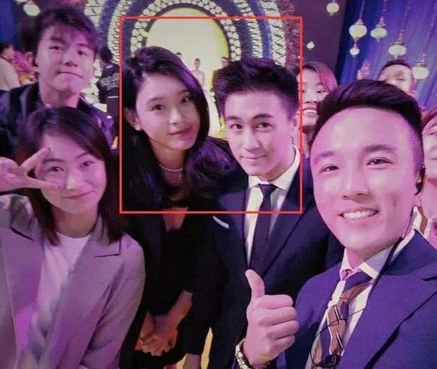 Ming Xi tham dự sự kiện giới siêu giàu: Lấn át cô dâu chú rể vì chiều cao khủng nhưng vẫn giữ ý vì chồng thiếu gia - Ảnh 2.