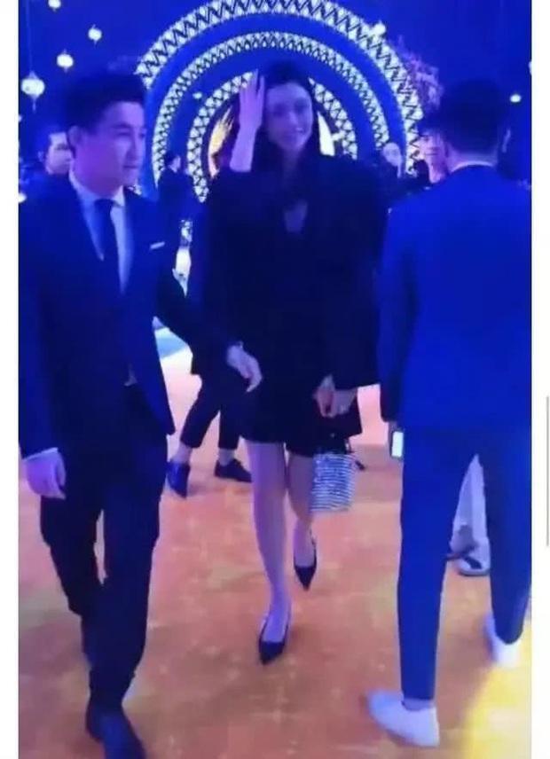 Ming Xi tham dự sự kiện giới siêu giàu: Lấn át cô dâu chú rể vì chiều cao khủng nhưng vẫn giữ ý vì chồng thiếu gia - Ảnh 3.