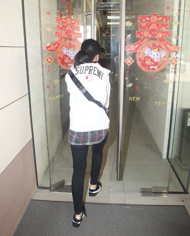 Cuộc sống chật vật của Á hậu tiểu tam Hong Kong: Gầy rộc, không dám ra đường, cơm 3 bữa đều để chị gái lo - Ảnh 3.