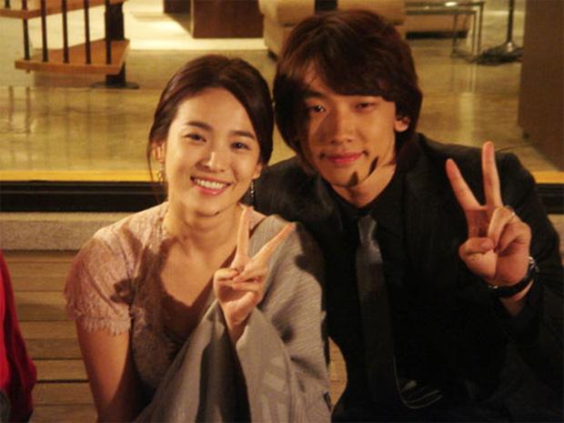 Tam giác quan hệ Song Hye Kyo, Bi Rain, Hyun Bin bất ngờ bị hé lộ qua nhóm chat săn gái của Joo Jin Mo - Jang Dong Gun? - Ảnh 3.