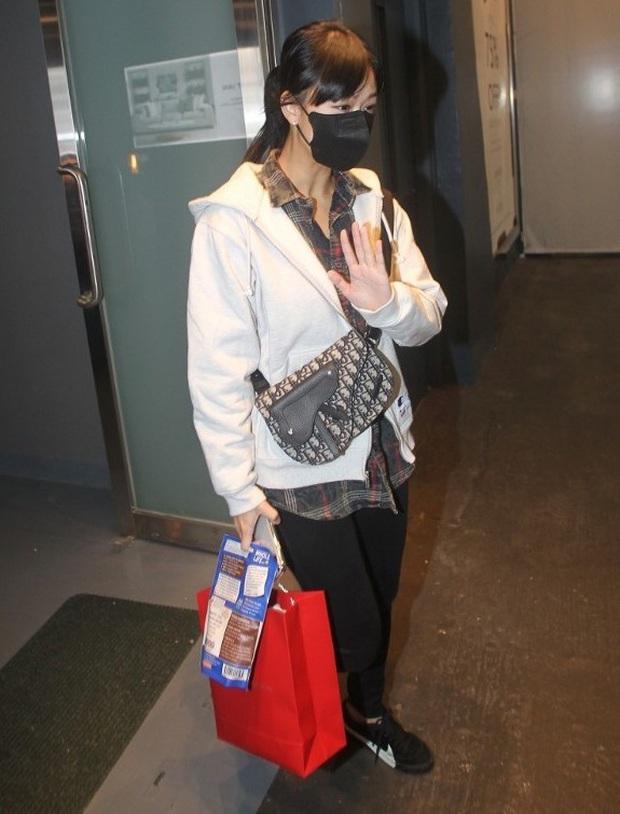 Cuộc sống chật vật của Á hậu tiểu tam Hong Kong: Gầy rộc, không dám ra đường, cơm 3 bữa đều để chị gái lo - Ảnh 2.