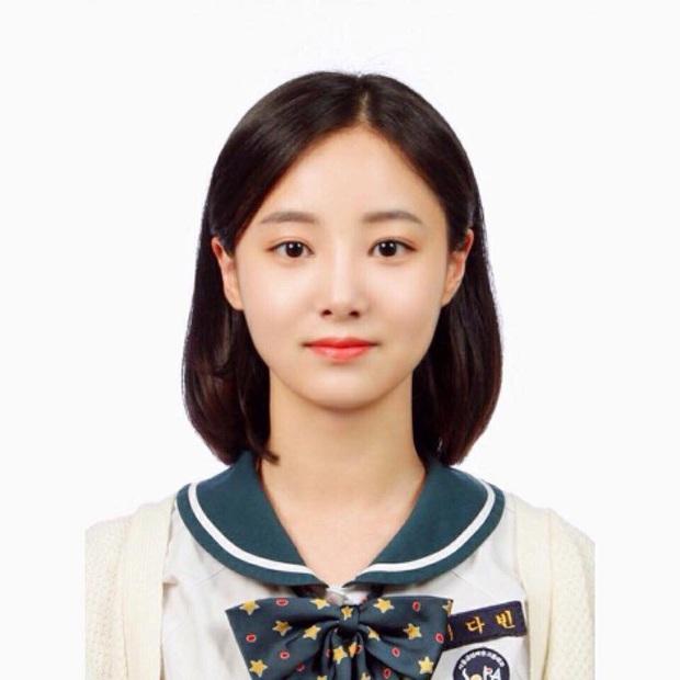 Son hồng, cam tươi vẫn luôn bị hắt hủi là sến nhưng nhìn ảnh thẻ của idol Hàn bạn sẽ hiểu chúng có công lớn thế nào - Ảnh 7.