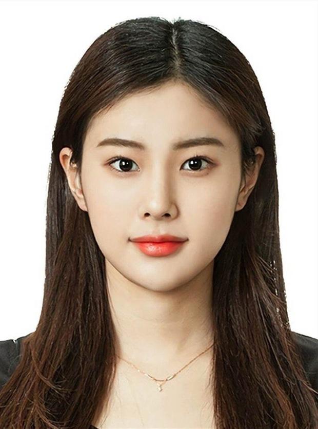 Son hồng, cam tươi vẫn luôn bị hắt hủi là sến nhưng nhìn ảnh thẻ của idol Hàn bạn sẽ hiểu chúng có công lớn thế nào - Ảnh 8.