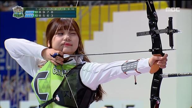 Loạt Idol khiến BTC đại hội thể thao sợ xanh mặt vì liên tục làm vỡ camera khi thi bắn cung - Ảnh 14.