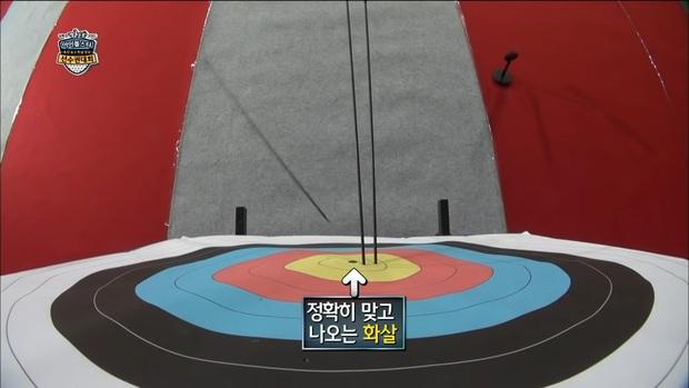 Loạt Idol khiến BTC đại hội thể thao sợ xanh mặt vì liên tục làm vỡ camera khi thi bắn cung - Ảnh 8.