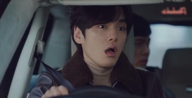 Nam phụ số nhọ nhất Crash Landing On You gọi tên Seung Jun: Ngậm ngùi nhìn vợ sắp cưới rải thính cho Hyun Bin - Ảnh 5.