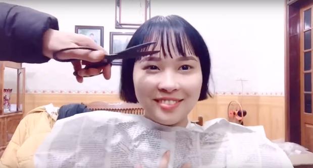 Nổi hứng nhờ mẹ cắt tóc ăn Tết, cô gái tưởng toang ai dè được dân mạng khen tới tấp vì quá cute - Ảnh 5.