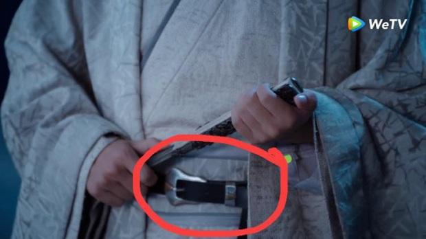 Loạt sạn ngớ ngẩn của 5 bom tấn truyền hình Hoa Ngữ: Một diễn viên phải đóng thế đến tận 3 vai ở Trần Tình Lệnh - Ảnh 14.