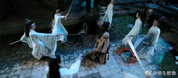 Loạt sạn ngớ ngẩn của 5 bom tấn truyền hình Hoa Ngữ: Một diễn viên phải đóng thế đến tận 3 vai ở Trần Tình Lệnh - Ảnh 16.