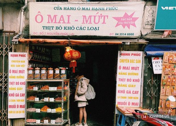 Ở đây chúng tôi bán hạnh phúc - tiệm ô mai nhỏ bé giản dị nhưng cực hút khách mỗi dịp Tết về - Ảnh 1.