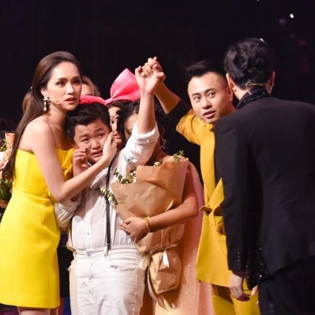 Nguyên Khang đọc nhầm Quán quân, Trấn Thành bị tát... là loạt sự cố để đời của TV Show Việt năm 2019 - Ảnh 2.