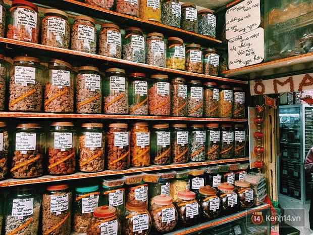 Ở đây chúng tôi bán hạnh phúc - tiệm ô mai nhỏ bé giản dị nhưng cực hút khách mỗi dịp Tết về - Ảnh 4.