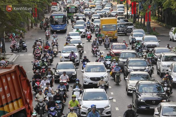 Sài Gòn ùn tắc khắp các ngả đường, Hà Nội vắng vẻ do người dân tranh thủ về quê ăn Tết từ trước - Ảnh 9.