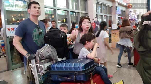 Sân bay Tân Sơn Nhất vỡ trận, hàng nghìn người rồng rắn xếp hàng dài, nằm ngồi vạ vật chờ giờ check in về quê đón Tết - Ảnh 5.