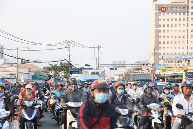 Sài Gòn ùn tắc khắp các ngả đường, Hà Nội vắng vẻ do người dân tranh thủ về quê ăn Tết từ trước - Ảnh 25.