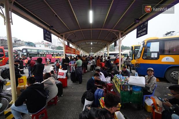Sài Gòn ùn tắc khắp các ngả đường, Hà Nội vắng vẻ do người dân tranh thủ về quê ăn Tết từ trước - Ảnh 40.