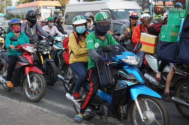 Sài Gòn ùn tắc khắp các ngả đường, Hà Nội vắng vẻ do người dân tranh thủ về quê ăn Tết từ trước - Ảnh 19.
