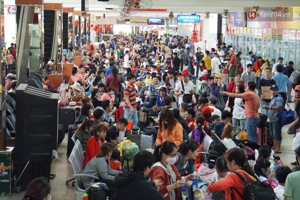 Sài Gòn ùn tắc khắp các ngả đường, Hà Nội vắng vẻ do người dân tranh thủ về quê ăn Tết từ trước - Ảnh 21.