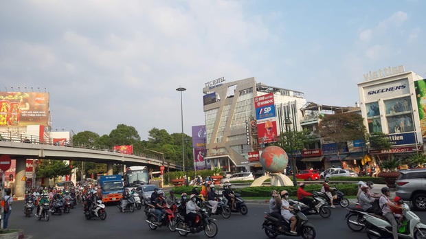 Sài Gòn ùn tắc khắp các ngả đường, Hà Nội vắng vẻ do người dân tranh thủ về quê ăn Tết từ trước - Ảnh 15.