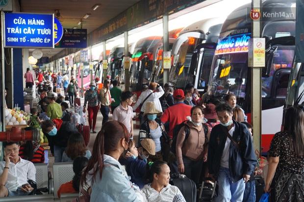 Sài Gòn ùn tắc khắp các ngả đường, Hà Nội vắng vẻ do người dân tranh thủ về quê ăn Tết từ trước - Ảnh 20.