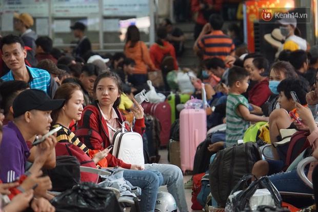 Sài Gòn ùn tắc khắp các ngả đường, Hà Nội vắng vẻ do người dân tranh thủ về quê ăn Tết từ trước - Ảnh 22.