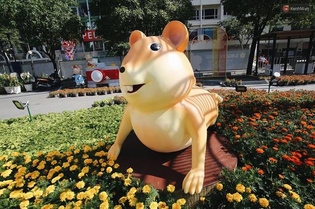 """Những linh vật chuột như bị """"trúng lời nguyền"""" khắp các địa điểm đón Tết tại Việt Nam, xem ảnh """"vui vẻ hông quạu"""" nha! - Ảnh 8."""