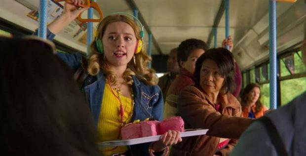 Khai thác trần trụi chuyện tấn công tình dục trên xe buýt, Sex Education phần 2 ghi điểm với tập phim chân thực và sâu sắc hiếm thấy ở phim truyền hình  - Ảnh 2.