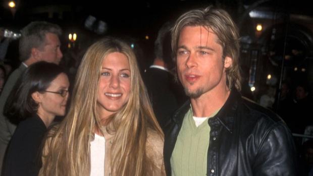 Bản đồ quan hệ Brad Pitt - Jennifer Aniston: Cặp đôi cả thế giới ghen tị kết thúc vì lùm xùm ngoại tình, sau 15 năm gặp lại ánh mắt vẫn như xưa - Ảnh 1.