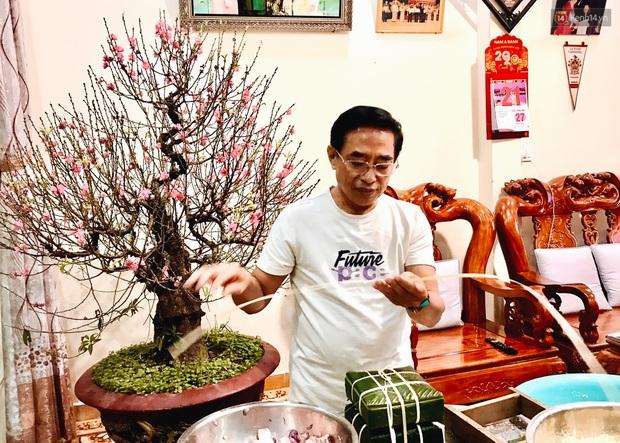 Người Sài Gòn mắc võng bên bếp lửa hồng, trắng đêm nằm hè phố canh nồi bánh chưng Tết - Ảnh 1.