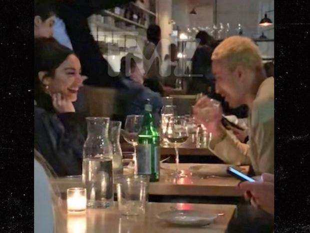 Không phải Zac Efron, đây mới là người Vanessa Hudgens đang hẹn hò sau khi chia tay mối tình 9 năm? - Ảnh 2.