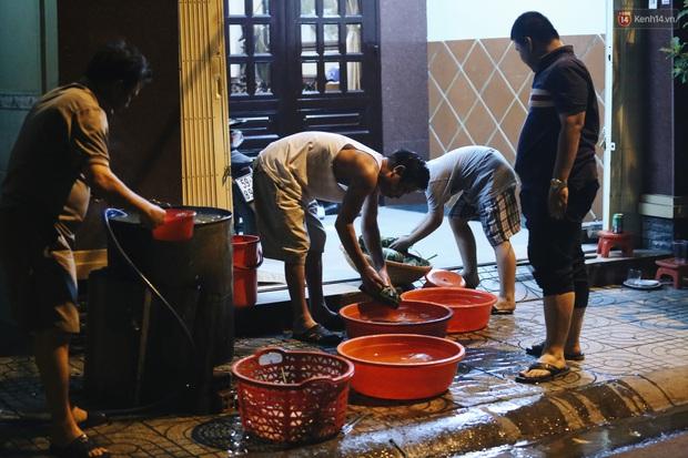 Người Sài Gòn mắc võng bên bếp lửa hồng, trắng đêm nằm hè phố canh nồi bánh chưng Tết - Ảnh 5.