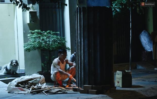 Người Sài Gòn mắc võng bên bếp lửa hồng, trắng đêm nằm hè phố canh nồi bánh chưng Tết - Ảnh 2.