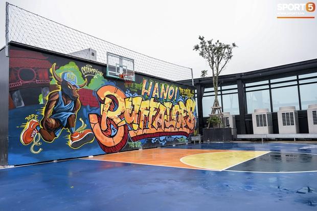 HOT: Hé lộ những hình ảnh về sân bóng rổ trên cao đầu tiên tại Việt Nam - Ảnh 2.