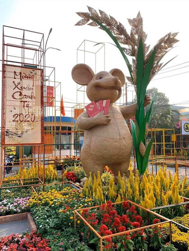 """Những linh vật chuột như bị """"trúng lời nguyền"""" khắp các địa điểm đón Tết tại Việt Nam, xem ảnh """"vui vẻ hông quạu"""" nha! - Ảnh 37."""