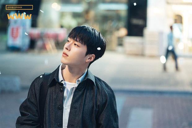 Ma cà rồng Lee Soo Hyuk dắt trai trẻ Jang Ki Yong tái xuất phim mới: Trinh thám giật gân hay đam mỹ trá hình? - Ảnh 3.