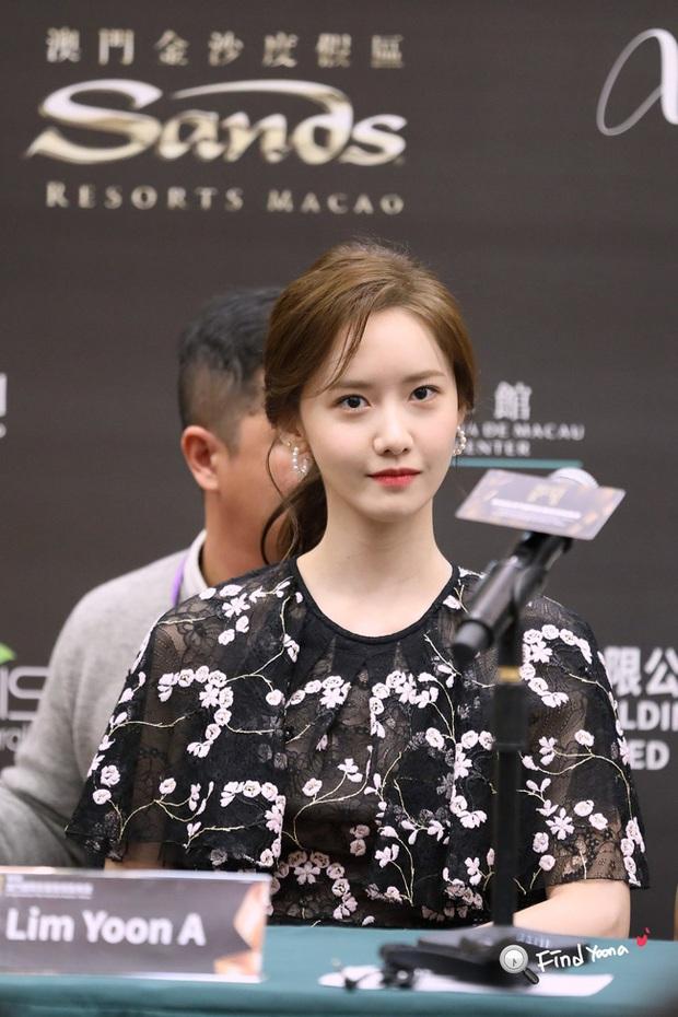 Bà xã Lee Byung Hun chụp ảnh thiếu sáng mà vẫn đẹp ngang ngửa Yoona, Son Ye Jin khi đụng váy - Ảnh 3.