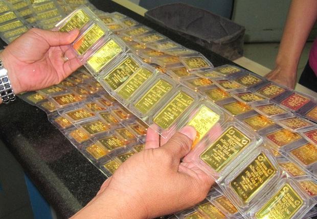 Muôn kiểu thưởng Tết độc lạ của các công ty Trung Quốc: Núi tiền 990 tỷ, vàng miếng, cần tây và cả... quan tài! - Ảnh 8.