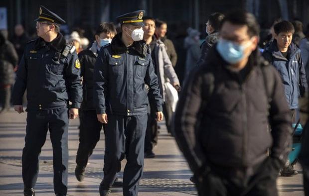 Ký ức kinh hoàng ập về, người Trung Quốc sợ hãi tột độ: 440 ca nhiễm virus cúm Vũ Hán, kinh tế dính đòn  - Ảnh 1.