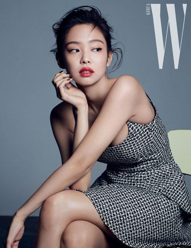 Chanel sống Jennie (BLACKPINK) khiến dân tình ngất ngây với bộ ảnh tạp chí sang hết cỡ, khoe khéo vòng 1 nóng bỏng - Ảnh 9.