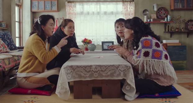 Cười ná thở với biểu cảm của hội hàng xóm khi phát hiện Son Ye Jin là người Nam Hàn ở Crash Landing On You - Ảnh 1.